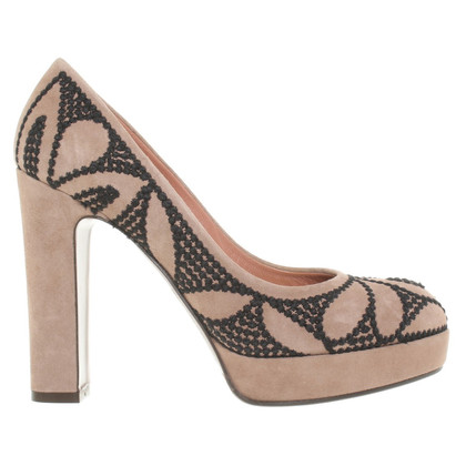L'autre Chose pumps with black embroidery