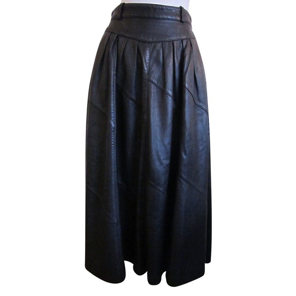 karl lagerfeld jupe en cuir noir acheter karl lagerfeld jupe en cuir noir second hand d. Black Bedroom Furniture Sets. Home Design Ideas