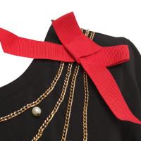Moschino Love Kleid mit Ketten und Perlen
