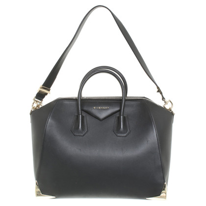 "Givenchy ""Antigona Bag Medium"" in black"