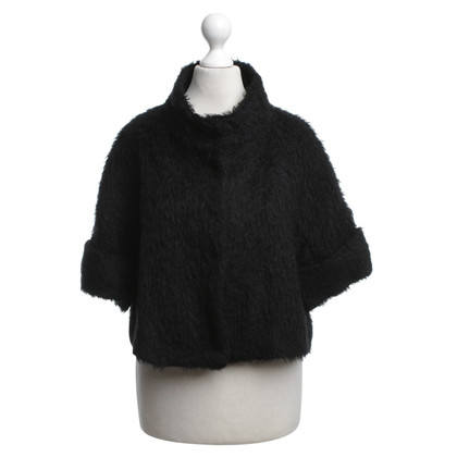 Tara Jarmon Cape in black