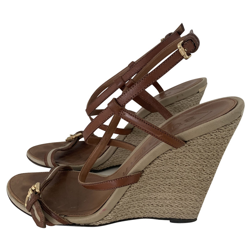Burberry Wedges in Taupe - Second Hand