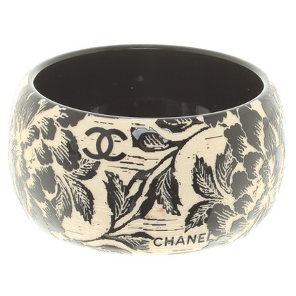 Chanel Amreif with floral print