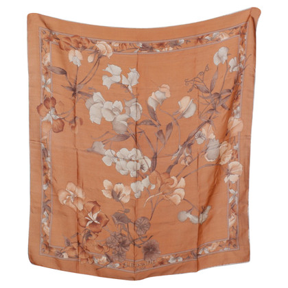 Leonard Cloth with floral pattern