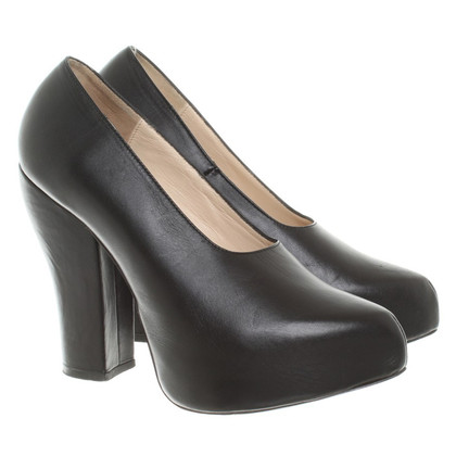 Carven pumps in black