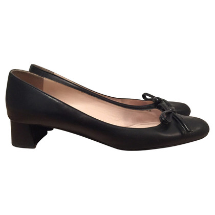 Prada Leather pumps with patent leather bow