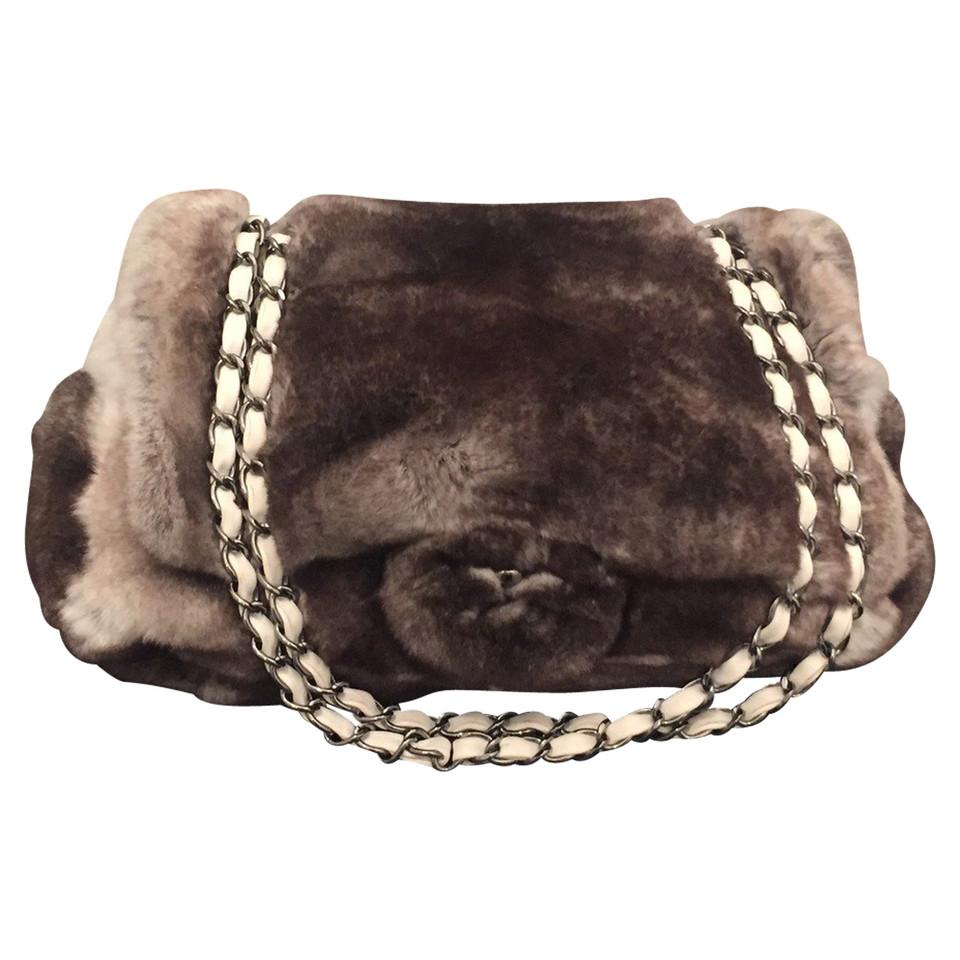 chanel flap bag medium aus chinchillapelz second hand chanel flap bag medium aus. Black Bedroom Furniture Sets. Home Design Ideas
