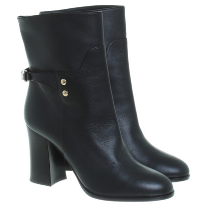 Dolce & Gabbana Black ankle boots with studs