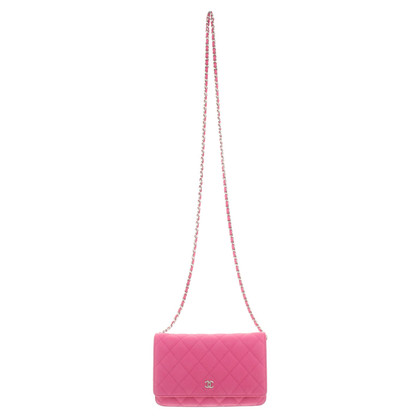"""Chanel """"Wallet On Chain"""" in Pink"""