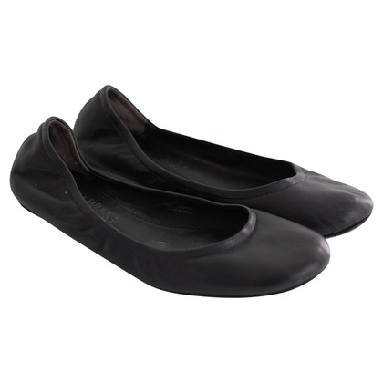 Vera Wang Black leather ballerinas