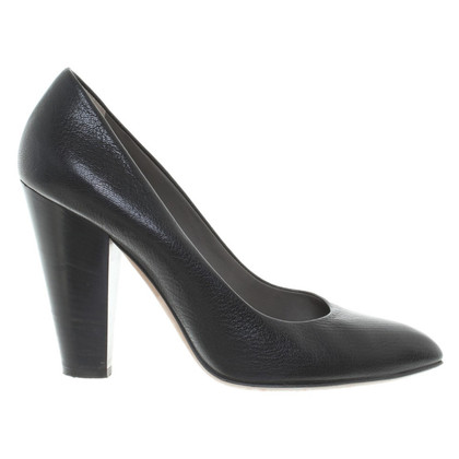 D&G pumps in Black