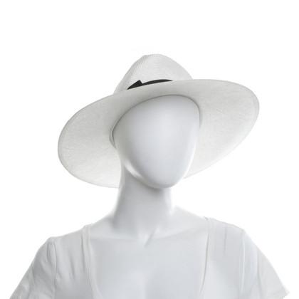 Giorgio Armani Hut in Weiß