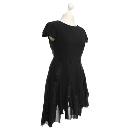 Andere Marke HIGH Tech - Asymmetrisches Kleid in Schwarz