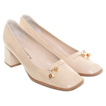 Louis Vuitton Pumps in nude